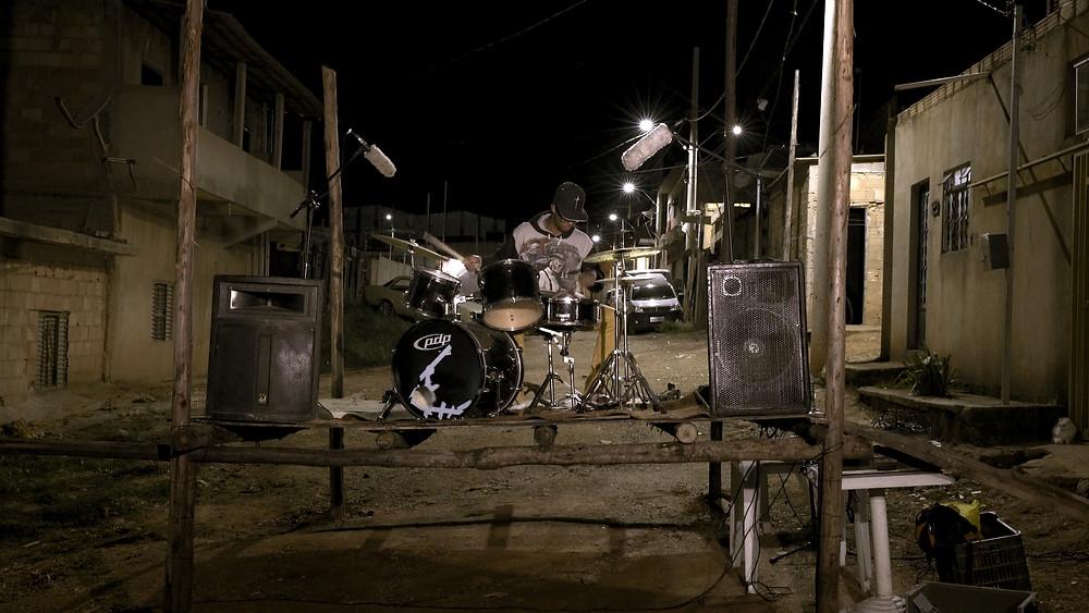 Cena do documentário brasileiro Entre Nós Talvez Estejam Multidões (2020), de Pedro Maia de Brito e Aiano Bemfica | Foto: Divulgação (Olhar de Cinema)