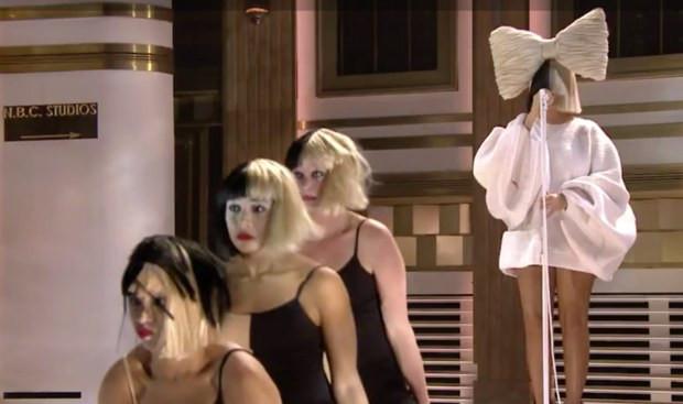 A cantora Sia se apresentando | Foto: Divulgação