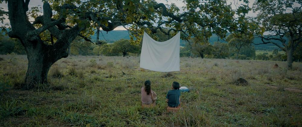 Ana Júlia e Adalberto Gomes em cena do curta-metragem mineiro 4 Bilhões de Infinitos (2020), de Marco Antonio Pereira | Foto: Divulgação (Festival de Gramado)