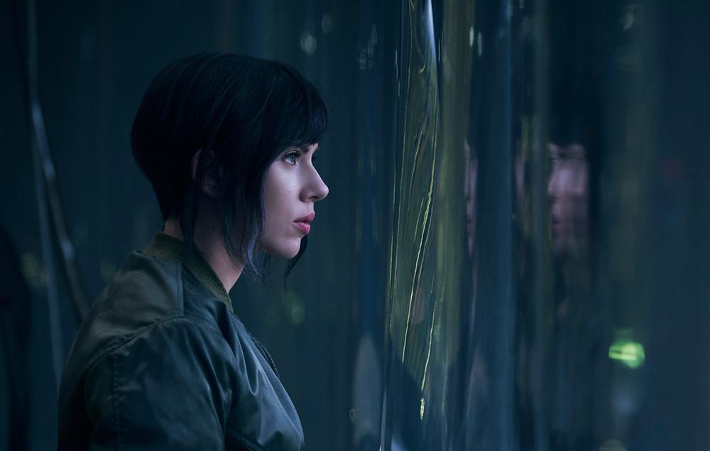 Scarlett Johansson em cena do filme A Vigilante do Amanhã: Ghost in the Shell (2017)   Foto: Divulgação (Paramount Pictures)