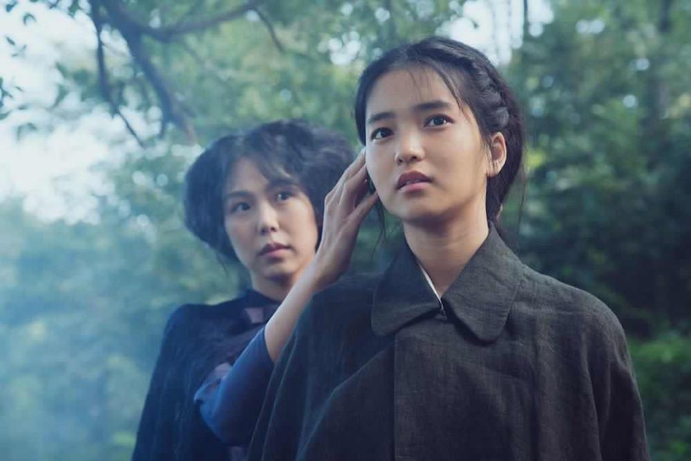Kim Min-Hee e Kim Tae-Ri em cena do filme A Criada (2016) | Foto: Divulgação
