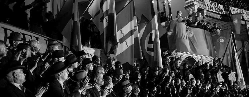 Chico Diaz em cena do filme português O Ano da Morte de Ricardo Reis (2020), adaptação cinematográfica do livro de José Saramago sobre o heterônimo de Fernando Pessoa, realizada pelo cineasta João Botelho | Foto: Divulgação (Mostra Internacional de Cinema em São Paulo)