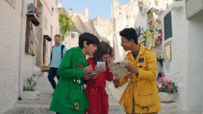 Pedro Henriques Motta, Leticia Braga e Anderson Lima em cena de Detetives do Prédio Azul 2 – O Mistério Italiano (2018), filmada na Itália | Foto: Divulgação