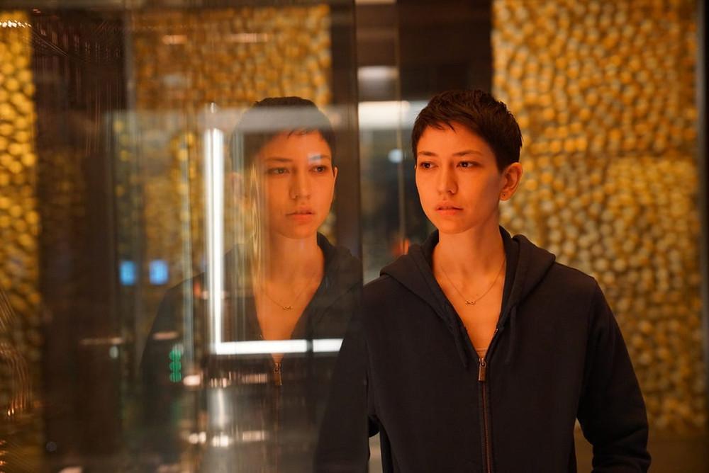 Sonoya Mizuno em cena da minissérie DEVS (2020), de Alex Garland | Foto: Divulgação (FX on Hulu)