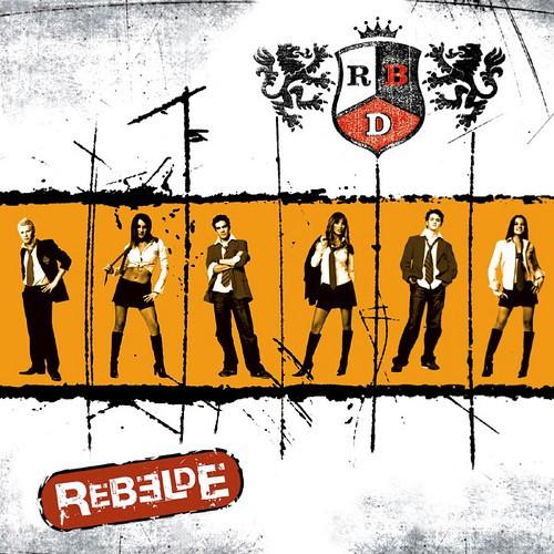Capa do álbum Rebelde (2004), do grupo mexicano RBD   Foto: Divulgação