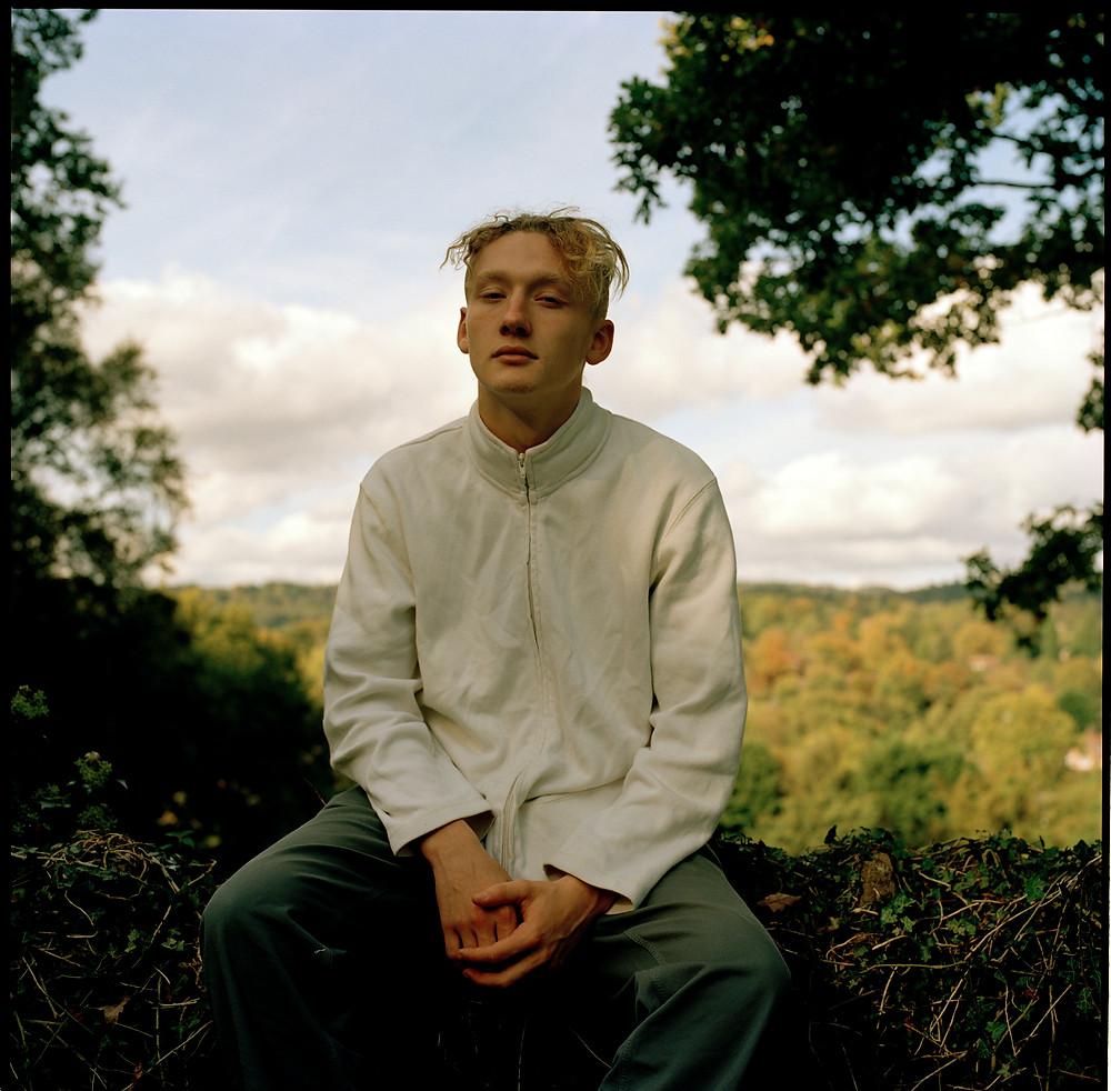 O cantor britânico de soul Yellow Days   Foto: Divulgação