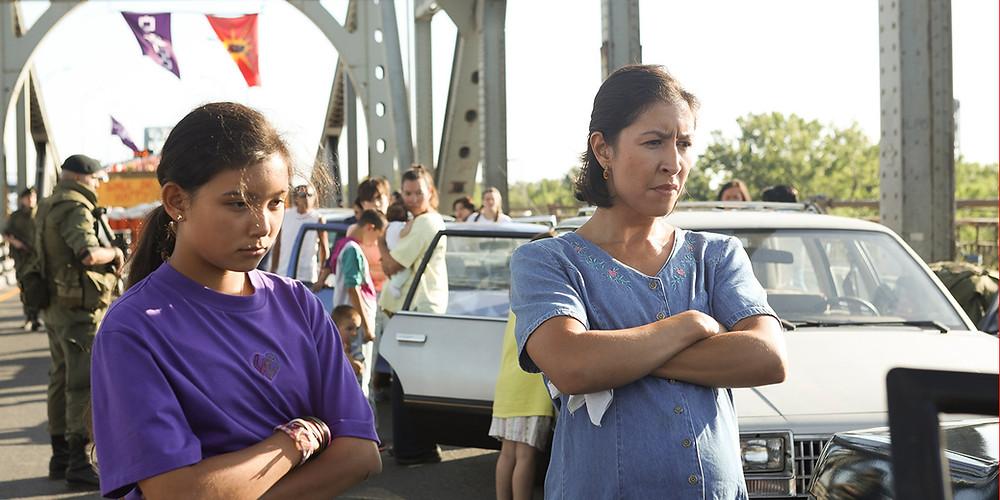 Kiawentiio e Rainbow Dickerson em cena do filme canadense Beans (2020), de Tracey Deer | Foto: Divulgação (Mostra Internacional de Cinema em São Paulo)