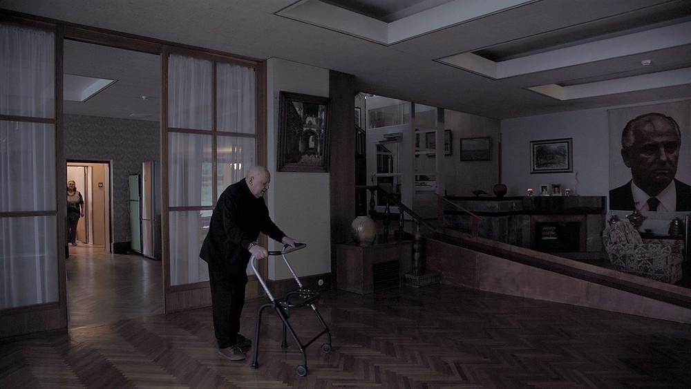 O ex-líder da União Soviética Mikhail Sergeevitch Gorbachev em sua casa, em cena do documentário tcheco-letão Gorbachev.Céu (Gorbachev.Heaven, 2020), do cineasta russo Vitaly Mansky | Foto: Divulgação