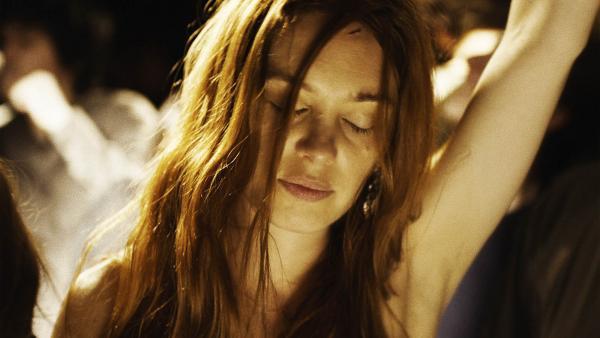 Laetitia Dosch em cena do filme francês Jovem Mulher (Jeune Femme, 2017) | Foto: Divulgação (Zeta Filmes)
