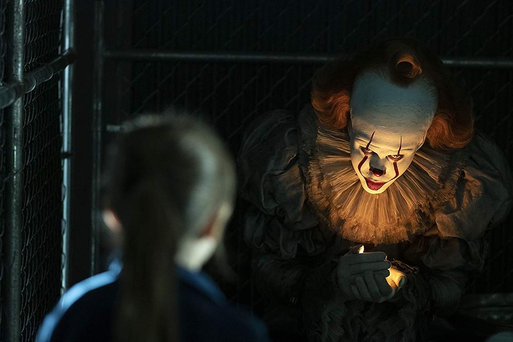 Bill Skarsgård e Ryan Kiera Armstrong em cena do filme de terror IT: Capítulo Dois (2019) | Foto: Divulgação