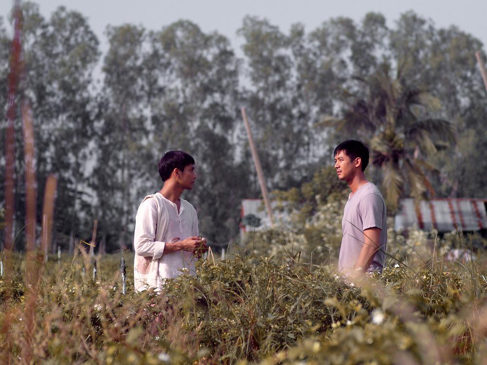 Anuchyd Sapanphong e Sukollawat Kanaros no filme tailandês Malila: A Flor do Adeus (2017) | Foto: Divulgação (Mostra Internacional de Cinema em São Paulo)