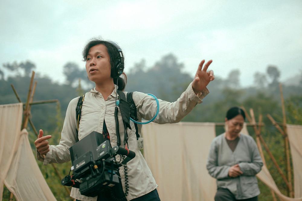 A cineasta vietnamita Ash Mayfair no set do filme A Terceira Esposa | Foto: Divulgação (Créditos: Dinh Duy / Mostra Internacional de Cinema em São Paulo)