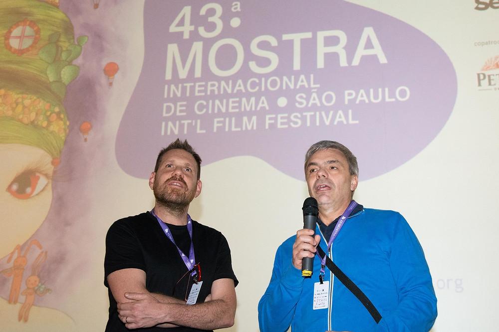 O produtor Federico Posternak e o diretor Sebastian Borensztein na sessão do filme argentino A Odisseia dos Tontos na 43ª Mostra Internacional de Cinema em São Paulo, no Espaço Itaú de Cinema Frei Caneca (28/10) | Foto: Divulgação ABMIC (Créditos: Claudio Pedroso/Agênciafoto)