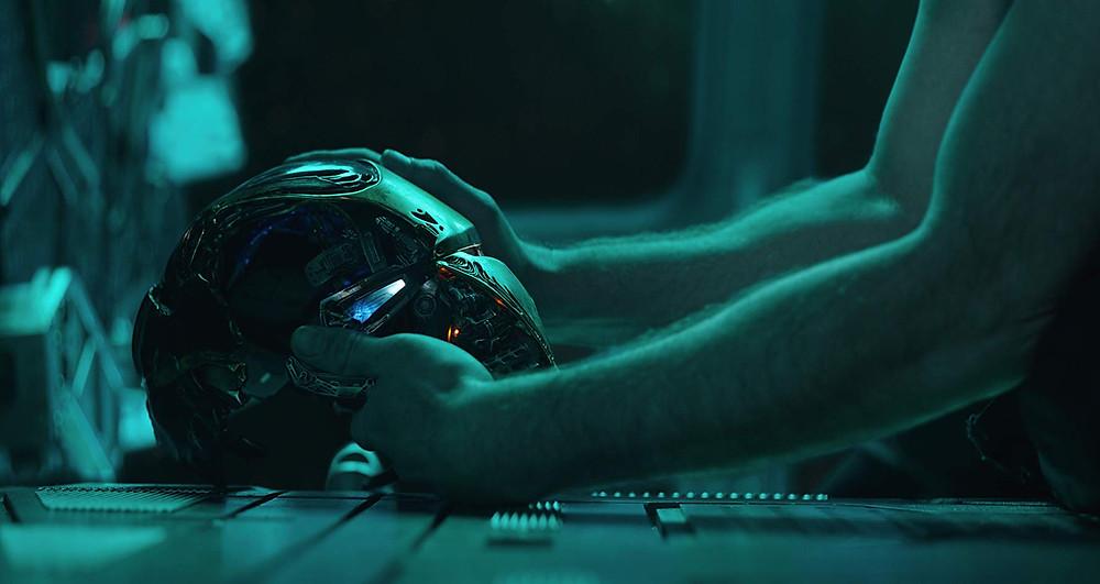 Ser ou não ser?: o capacete do Homem de Ferro em destaque na cena de Robert Downey Jr. no filme-evento Vingadores: Ultimato (2019) | Foto: Divulgação