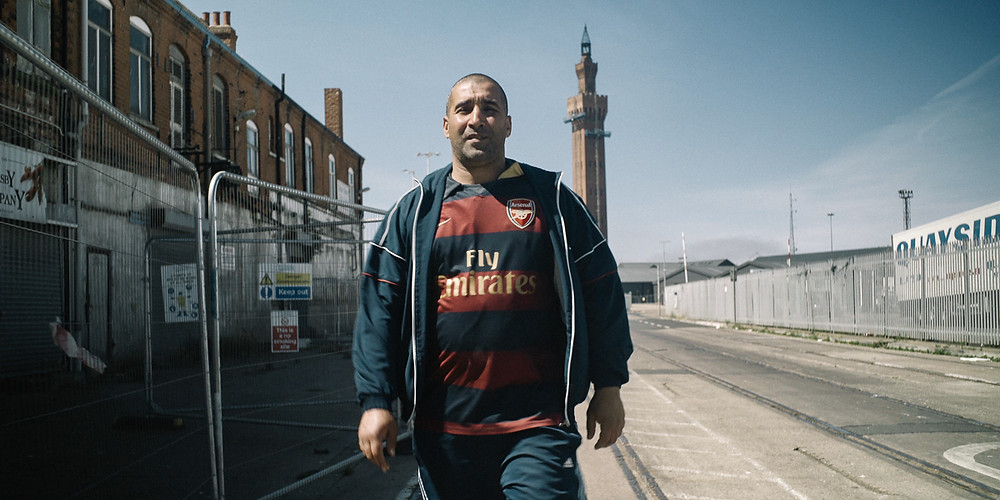 Fahed em cena do documentário suíço Meu Primo Inglês (Mon Cousin Anglais, 2019), de Karim Sayad | Foto: Divulgação