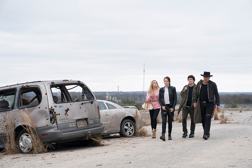 Zoey Deutch, Emma Stone, Jesse Eisenberg e Woody Harrelson em cena da sequência Zumbilândia: Atire Duas Vezes (2019) | Foto: Divulgação (Sony Pictures)