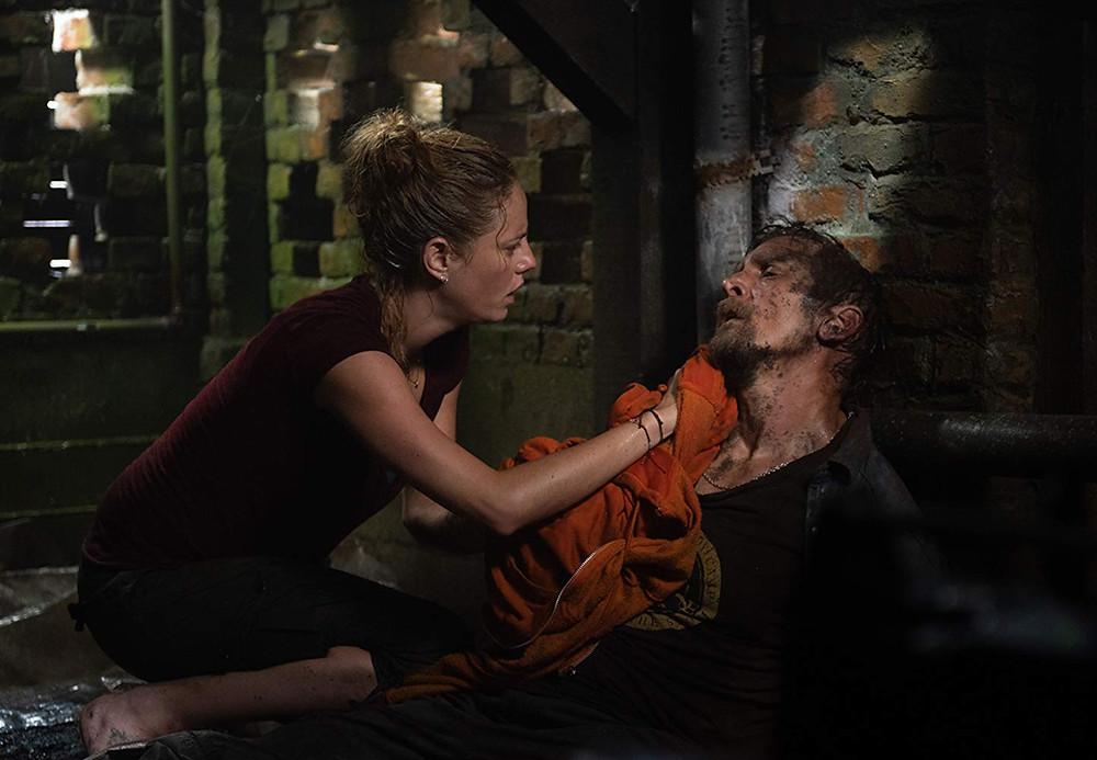 Kaya Scodelario e Barry Pepper em cena do filme Predadores Assassinos (2019) | Foto: Divulgação