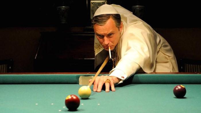 Jude Law em cena da série The Young Pope (2016-) | Foto: Divulgação (FOX Premium)