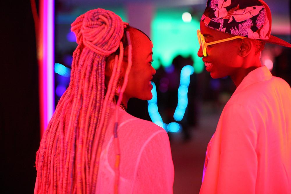 Samantha Mugatsia e Sheila Munyiva no filme queniano Rafiki (2018) | Foto: Divulgação (Mostra Internacional de Cinema em São Paulo)