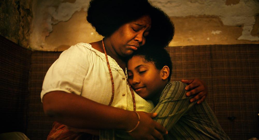 Mawusi Tulan e Agyei Augusto em cena do filme Todos os Mortos (2020), de Caetano Gotardo e Marco Dutra | Foto: Divulgação (Dezenove Som e Imagens)