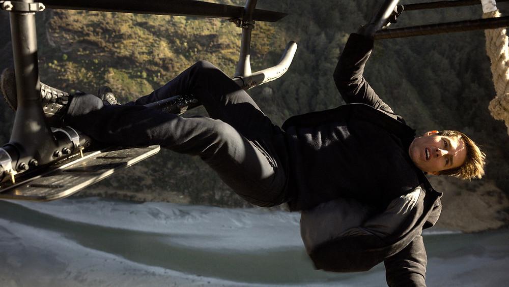 Tom Cruise pendurado no helicóptero em Missão: Impossível – Efeito Fallout (Mission: Impossible – Fallout, 2018) | Foto: Divulgação (Paramount Pictures)