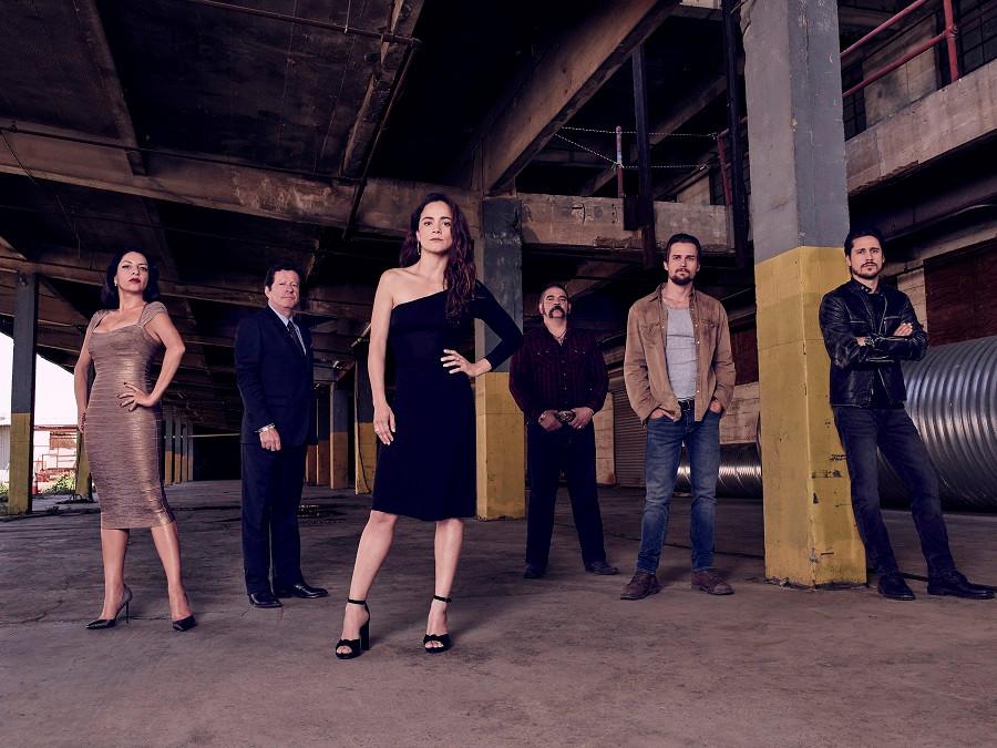 Alice Braga e todo o elenco da série A Rainha do Sul (2016-) | Foto: Divulgação