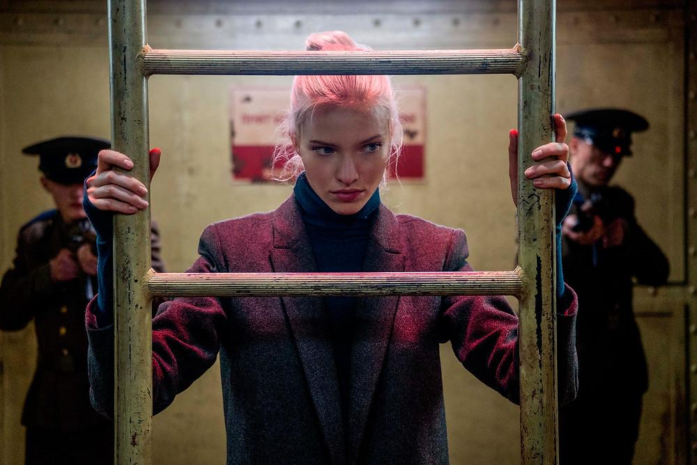Sasha Luss em cena de Anna – O Perigo Tem Nome (2019), filme de espionagem de Luc Besson | Foto: Divulgação (Paris Filmes)