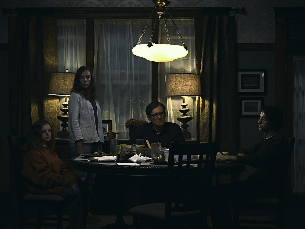 Milly Shapiro, Toni Collette, Gabriel Byrne e Alex Wolff em Hereditário (2018), de Ari Aster | Foto: Divulgação (Diamond Films)