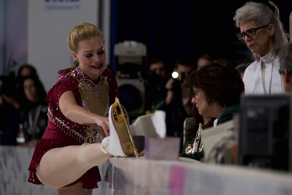 Margot Robbie como a patinadora Tonya Harding em cena do filme Eu, Tonya (I, Tonya, 2017) | Foto: Divulgação (Califórnia Filmes)