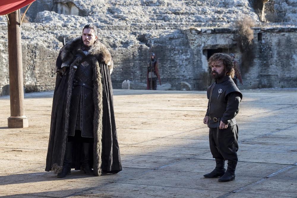 Kit Harington e Peter Dinklage em cena da série Game of Thrones (2011-)   Foto: Divulgação (HBO)