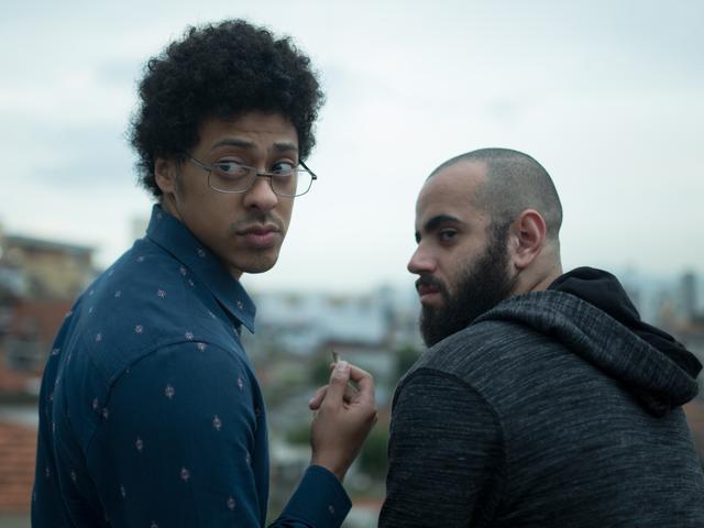 Luis Navarro e Henrique Santana em cena da série brasileira Pico da Neblina (2019) | Foto: Divulgação (HBO Brasil / HBO Latin America)