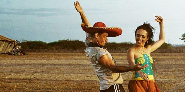 Chico Diaz e Silvia Buarque em cena do filme nacional Os Pobres Diabos (2013) | Foto: Divulgação