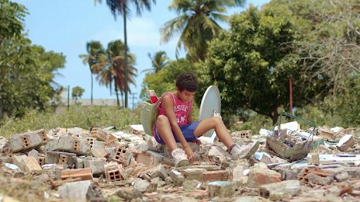Gabriel Nunes Xavier em cena do curta alagoano Trincheira (2020), de Paulo Silver | Foto: Divulgação (Festival de Gramado)