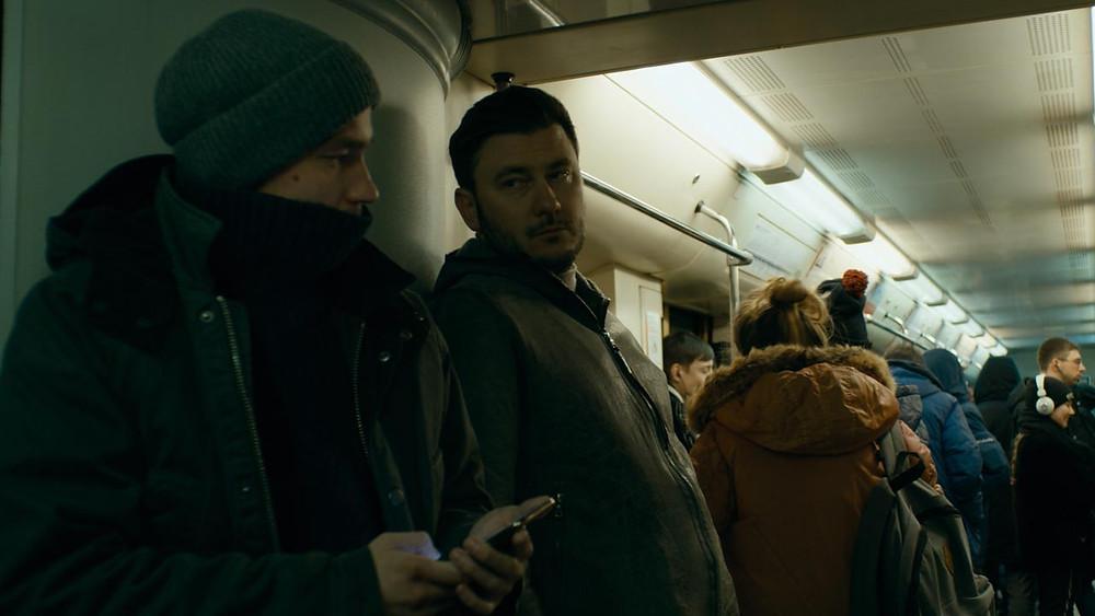 Alexander Petrov em cena do filme russo O Texto (Tekst, 2019), thriller dirigido por Klim Shipenko, baseado no livro de Dmitriy Glukhovskiy | Foto: Divulgação (1º Festival de Cinema Russo)