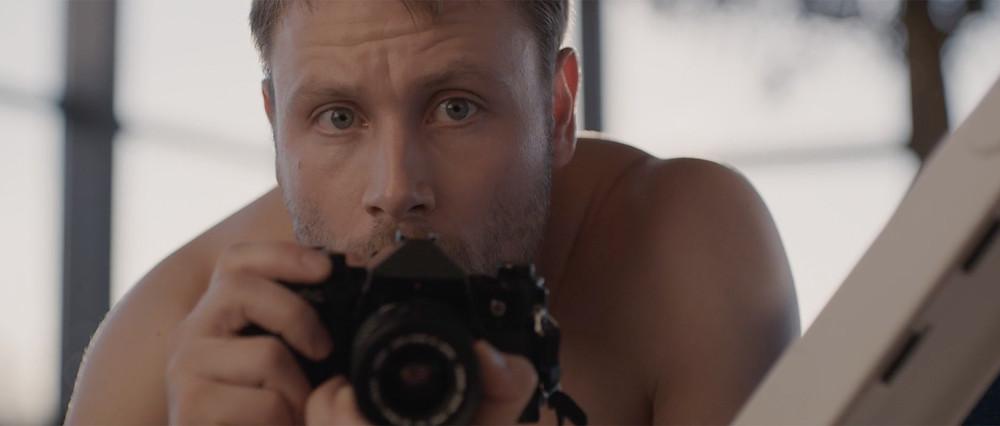 Max Riemelt em cena do filme alemão Mente Perversa / Head Burst (Kopfplatzen, 2019) | Foto: Divulgação (ABMIC)