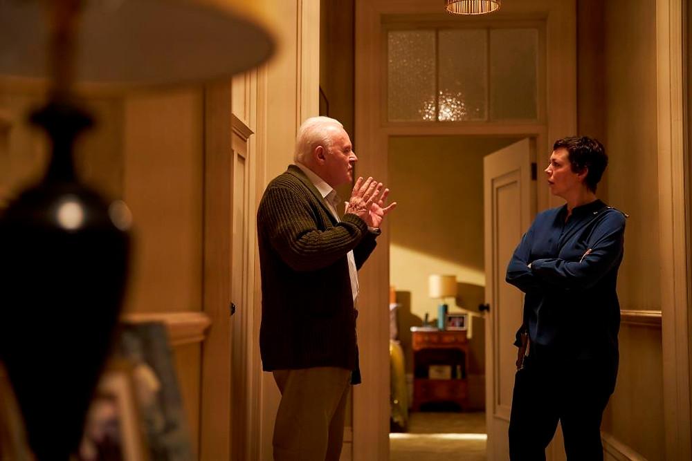 Anthony Hopkins e Olivia Colman em cena do filme britânico Meu Pai (The Father, 2020), do cineasta e dramaturgo francês Florian Zeller | Foto: Divulgação (Califórnia Filmes)