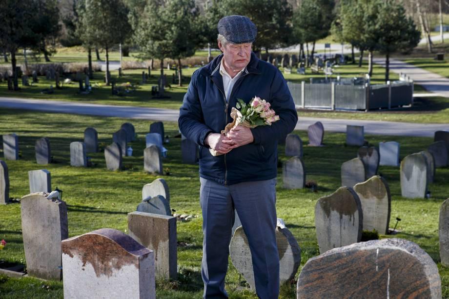 Rolf Lassgård em cena do filme sueco Um Homem Chamado Ove (En Man Som Heter Ove, 2015) | Foto: Divulgação (Califórnia Filmes)