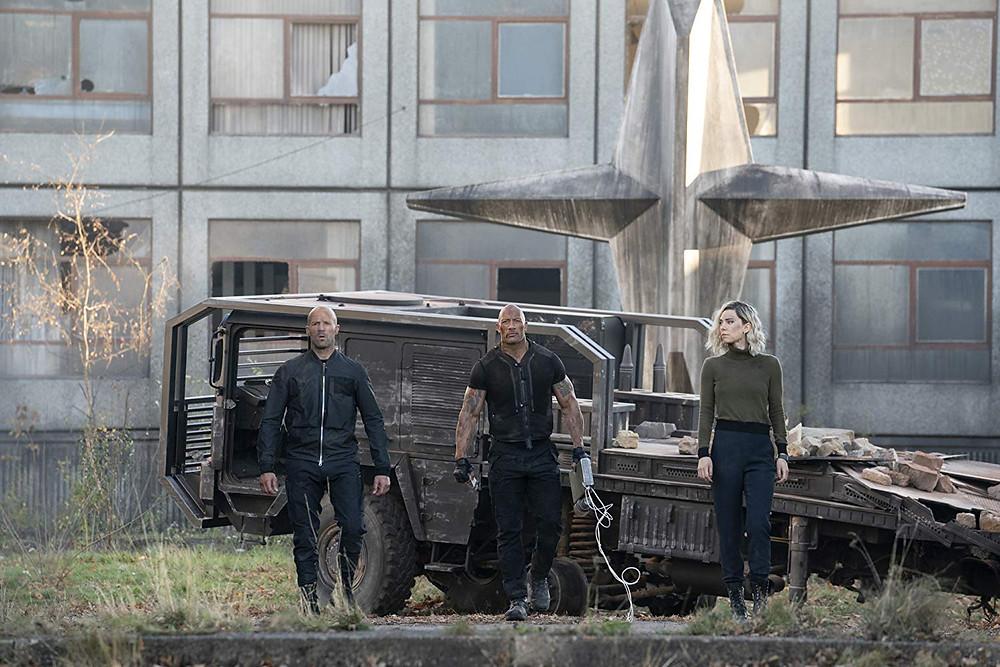 Jason Statham, Dwayne Johnson e Vanessa Kirby em cena do filme Velozes & Furiosos: Hobbs & Shaw (2019) | Foto: Divulgação (Universal Pictures)