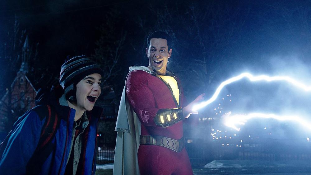 Jack Dylan Grazer e Zachary Levi em cena do filme Shazam! (2019) | Foto: Divulgação