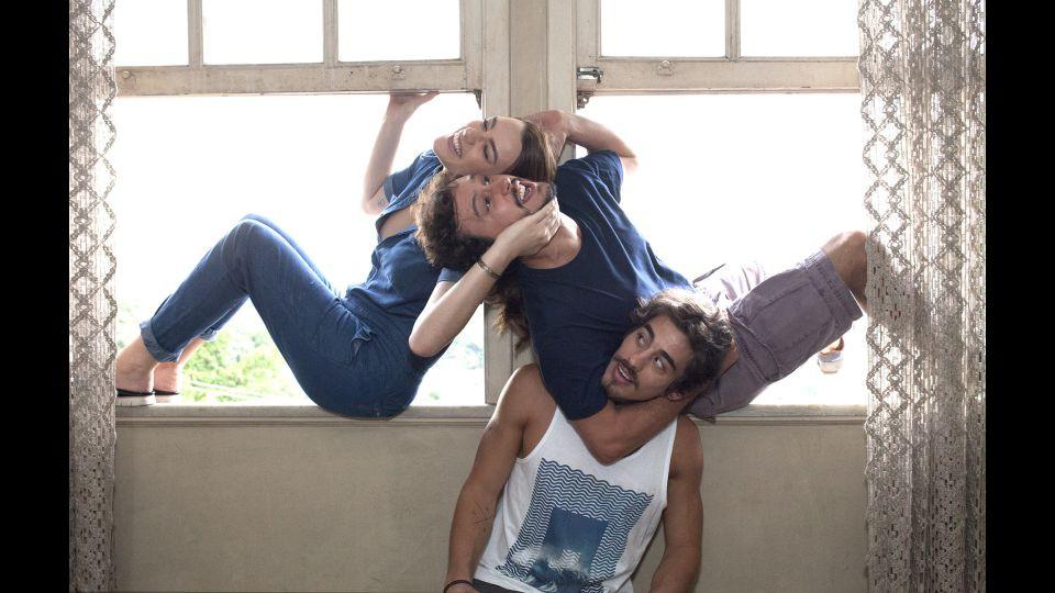 Mariana Molina, Guilherme Dellorto e Vinícius Redd na série nacional Perrengue (2017)   Foto: Divulgação (MTV)