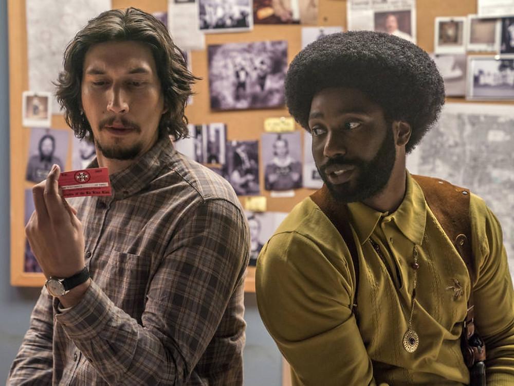 Adam Driver e John David Washington no filme Infiltrado na Klan (Blackkklansman, 2018) | Foto: Divulgação