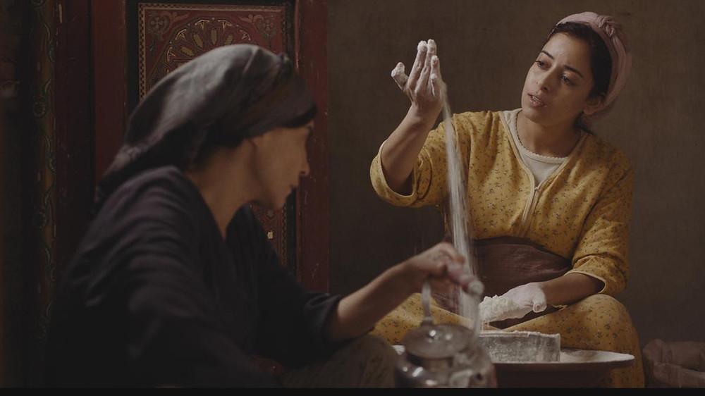 Lubna Azabal e Nisrin Erradi em cena do filme Adam (2019), de Maryam Touzani | Foto: Divulgação (Arteplex Filmes)