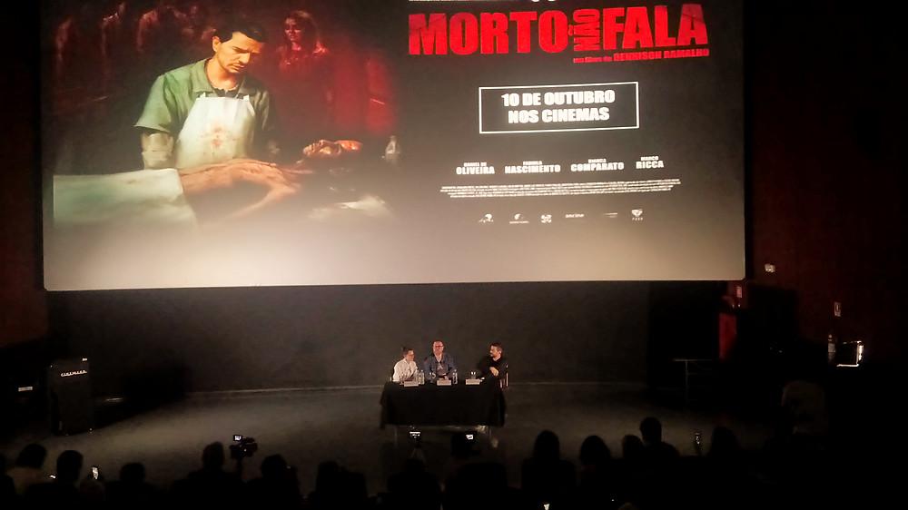 A atriz Bianca Comparato, o cineasta Dennison Ramalho e o ator Daniel de Oliveira na coletiva de imprensa do filme de terror Morto Não Fala (2018), em São Paulo, no dia 1º de outubro | Foto: Nayara Reynaud