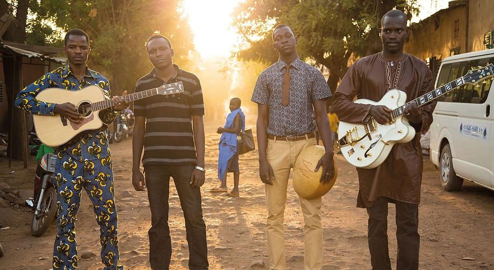 Garba Touré, Aliou Touré, Nathanael Dembélé e Oumar Touré, os integrantes da banda malinesa Songhoy Blues | Foto: Divulgação