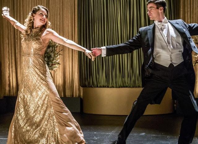Melissa Benoist e Grant Gustin em cena do episódio de crossover de Supergirl com The Flash | Foto: Divulgação (Warner Channel)