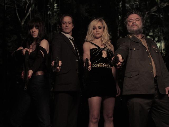 Maria Luísa Mendonça, Marcos Winter, Simone Spoladore e Adriano Garib em imagem de divulgação da terceira temporada da série Magnífica 70 (2015-18)