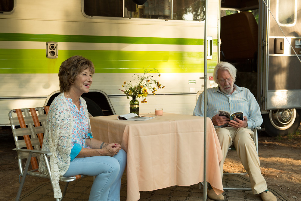 Helen Mirren e Donald Sutherland em cena do filme Ella e John (The Leisure Seeker, 2017) | Foto: Divulgação (Sony Pictures)