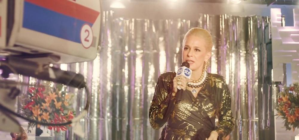 Andréa Beltrão em cena como a apresentadora Hebe Camargo na cinebiografia Hebe – A Estrela do Brasil (2019) | Foto: Divulgação