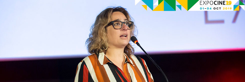 Camila Pacheco, nova diretora de marketing da Sony Pictures no Brasil, durante o painel da distribuidora na Expocine19   Foto: Divulgação (Expocine)