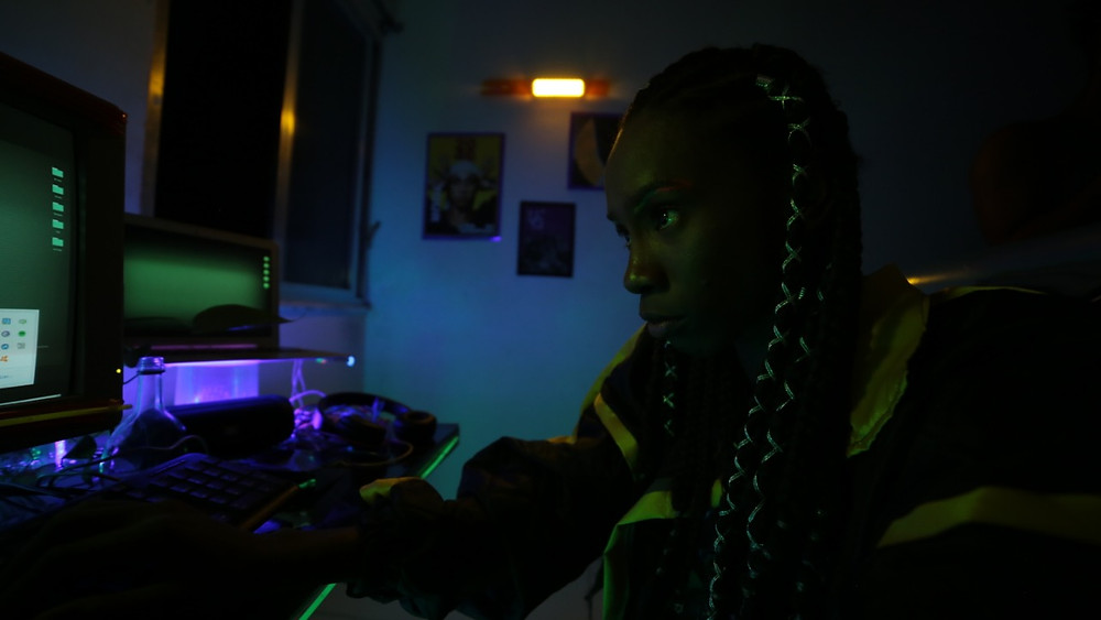 Adrielle Vieira em cena do curta carioca Blackout (2019) de Rossandra Leone | Foto: Divulgação (Festival de Gramado)